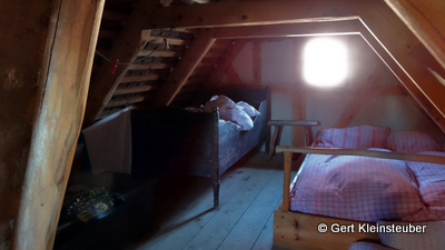 unsere Schlafstätten auf dem Dachboden