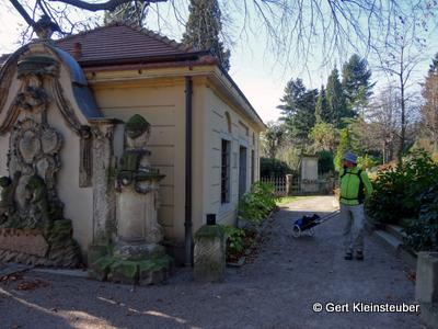 Pilgerherberge auf dem Friedhof Pestewitz