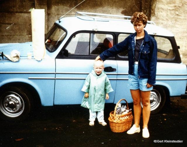 unser 2. Trabbi (Bj.1961) Foto von 1988 daneben Andrea in jungen Jahren (hat sich kaum verändert!) und unser Sohn
