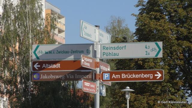 Wegweiser an der Muldebrücke in Zwickau