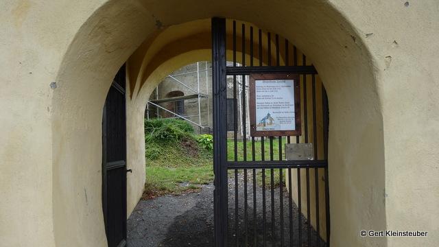 vor der Wehrkirche in Triebel