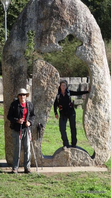 Pilgerdenkmal an der Pont Romana
